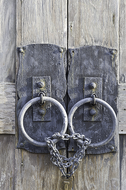weathered-door-rings-chained-together
